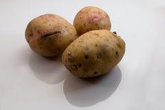 Tres patatas aisladas Fotos de archivo