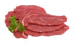 Tres pedazos de carne de vaca con perejil, aislados Imagen de archivo