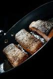 Tres pedazos de salmones cocinados en aceite Fotos de archivo