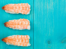 Tres pedazos de sushi de rey Prawn Japanese Style Fotos de archivo libres de regalías