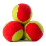 Tres pelotas de tenis en blanco Foto de archivo libre de regalías