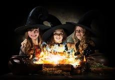 Tres pequeñas brujas Imagen de archivo