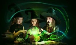 Tres pequeñas brujas foto de archivo