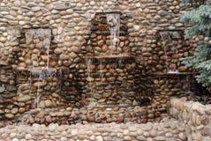 Tres pequeñas corridas de las cascadas de la pared empedrada Imagen de archivo libre de regalías