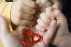 Tres pequeños corazones tres niños Foto de archivo libre de regalías