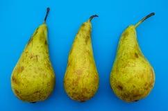 tres peras orgánicas naturales con la imperfección natural foto de archivo libre de regalías