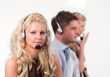 Tres personas en un centro de llamada Foto de archivo libre de regalías