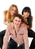 Tres personas jovenes sonrientes alegres foto de archivo libre de regalías