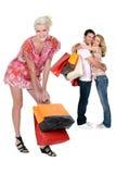 Tres personas con los bolsos de compras Fotos de archivo