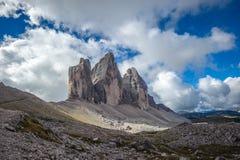 Tres picos Parque nacional Tre Cime di Lavaredo Dolomías Imagen de archivo libre de regalías