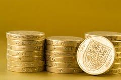 Tres pilas de monedas de libra británica Imagen de archivo libre de regalías