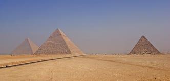 Tres pirámides de Giza en la mañana brumosa Fotografía de archivo libre de regalías