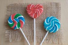 Tres piruletas coloridas del azúcar Fotos de archivo libres de regalías