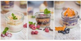 Tres postres con un diferente tipo de crema batida en tarros de albañil, adornado con las bayas, los pedazos de frutas secadas y  Foto de archivo