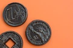 Tres productos del chocolate bajo la forma de euro, E.E.U.U. y Japón acuñan Foto de archivo libre de regalías