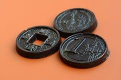 Tres productos del chocolate bajo la forma de euro, E.E.U.U. y Japón acuñan Imagenes de archivo