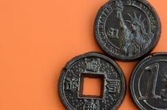 Tres productos del chocolate bajo la forma de euro, E.E.U.U. y Japón acuñan Fotos de archivo libres de regalías