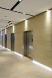 Tres puertas del elevador imagenes de archivo