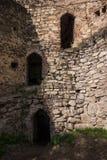 Tres puertas en ruina de la pared de la defensa fotos de archivo libres de regalías