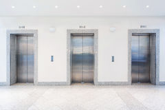 Puertas en elevador fotografía de archivo libre de regalías