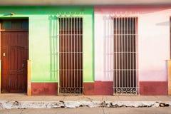 Tres puertas y calle saafety del grillson en Cuba Fotografía de archivo