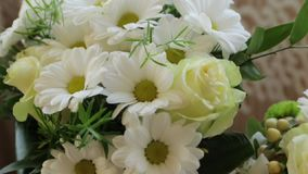 Tres ramos de flores de la boda metrajes