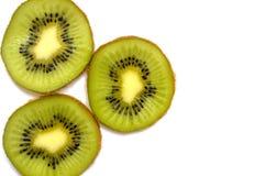 Tres rebanadas frescas de primer de la fruta de kiwi imagen de archivo