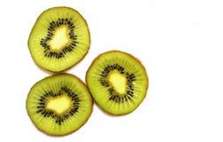 Tres rebanadas frescas de primer de la fruta de kiwi imagen de archivo libre de regalías