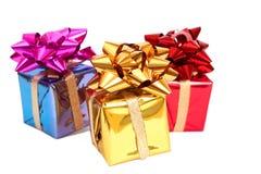 Tres rectángulos de regalo con arqueamientos Fotografía de archivo libre de regalías