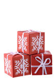 Tres rectángulos de regalo rojos aislados en blanco Imagen de archivo