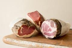 Tres registros de carne curada de la tienda de delicatessen Fotos de archivo