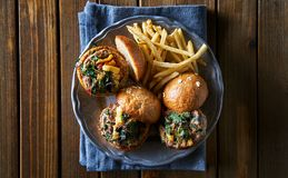 Tres resbaladores de la hamburguesa del pavo con las fritadas fotografía de archivo libre de regalías