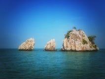 Tres rocas solas Imagenes de archivo