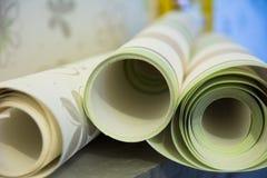 Tres rollos de papel pintado del vinilo para la reparación del sitio Imagenes de archivo