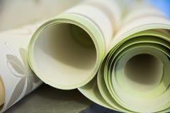 Tres rollos de papel pintado del vinilo para la reparación del sitio Imagen de archivo