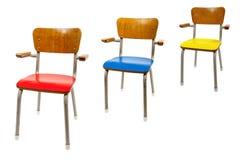 Tres sillas de la escuela vieja imagen de archivo
