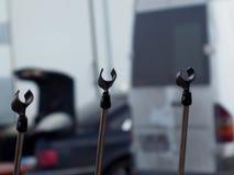 Tres soportes del micrófono preparados para Imagenes de archivo