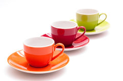 Tres tazas coloreadas del café express en una fila Imágenes de archivo libres de regalías