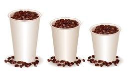 Tres tazas de café de papel con los granos de café Imagen de archivo
