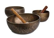 Tres tazones de fuente viejos del canto de Tibetian en blanco Imagen de archivo