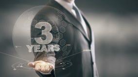 Tres tecnologías disponibles de Holding del hombre de negocios de 3 años nuevas ilustración del vector