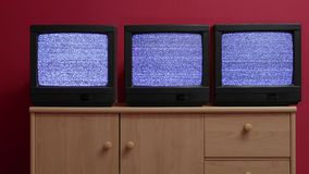 Tres televisiones viejas almacen de metraje de vídeo