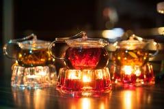 Tres teteras de cristal con los calentadores de la vela; Fotografía de archivo