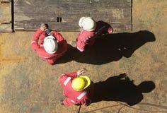 Tres trabajadores de construcción Fotos de archivo libres de regalías