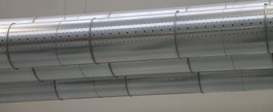 Tres tubos de un sistema de condicionamiento de la AIT en una fábrica Fotos de archivo