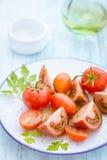 Tres variedades de tomate en una placa Foto de archivo