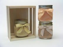 Tres velas del tarro y un embalaje Imágenes de archivo libres de regalías