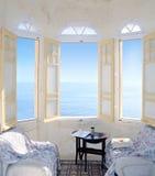 Tres ventanas de bahía que pasan por alto el mar. Malta Fotografía de archivo libre de regalías