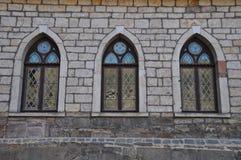 Tres ventanas góticas de la iglesia Imagenes de archivo
