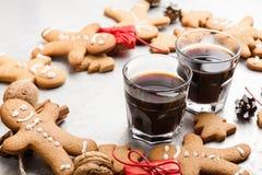 Tres vidrios de galletas del café sólo y del pan de jengibre Imagenes de archivo